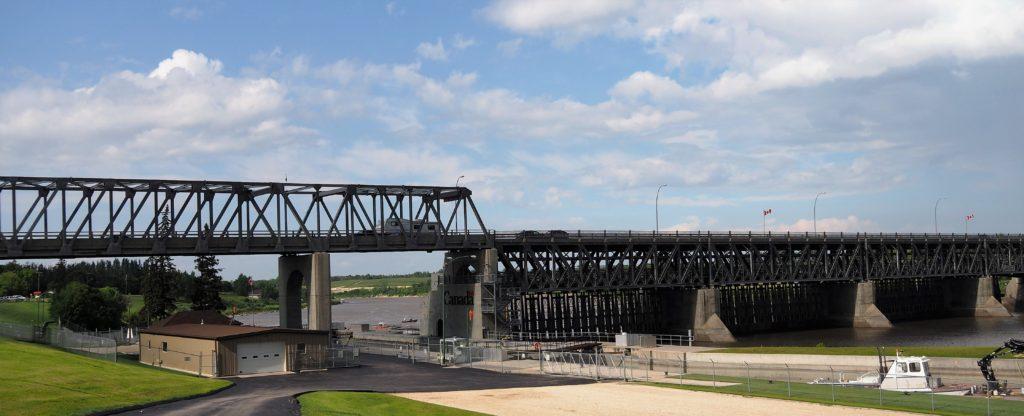 Bridge, dam and lock across the Red River.