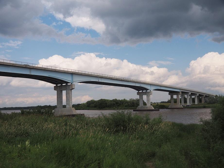 Cment pillar bridge across Red River.