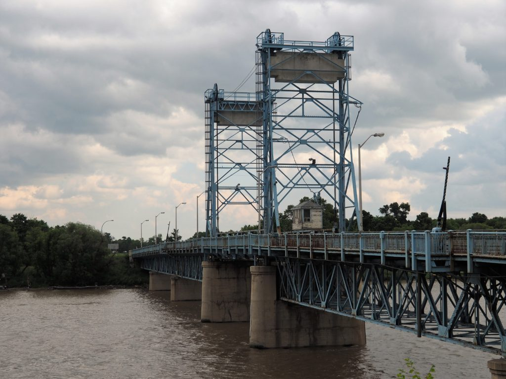 Lift bridge arcoss the Red River.