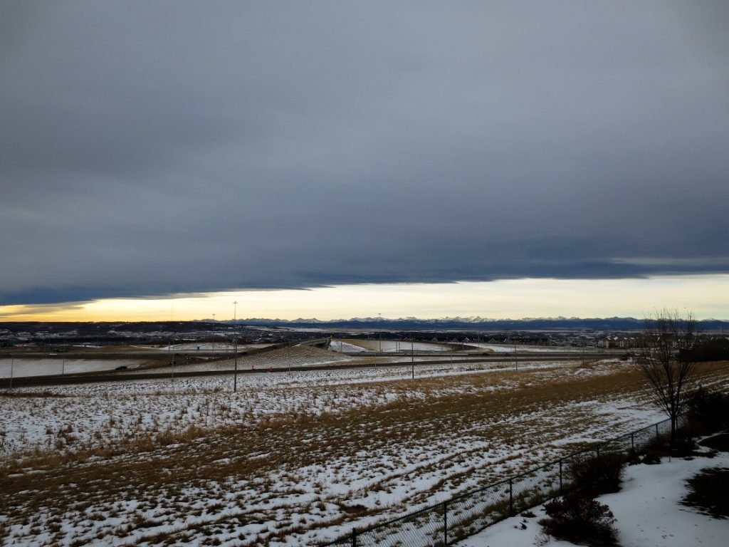 Chinook arch framing mountains, west of Calgary