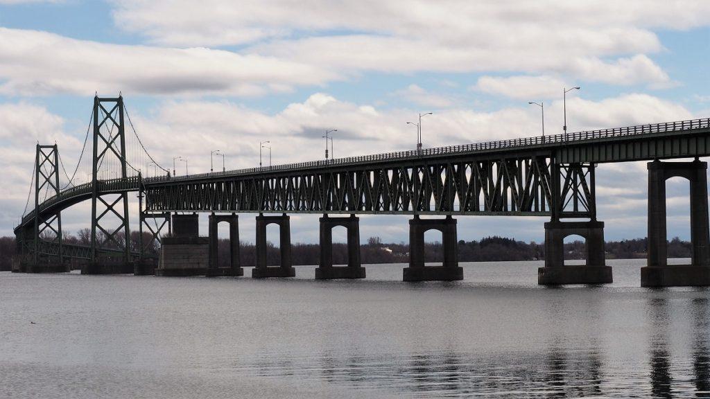 Photo showing curve of bridge acress St. Lawrence