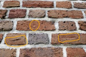 Marks from fingers in pre-1820 bricks