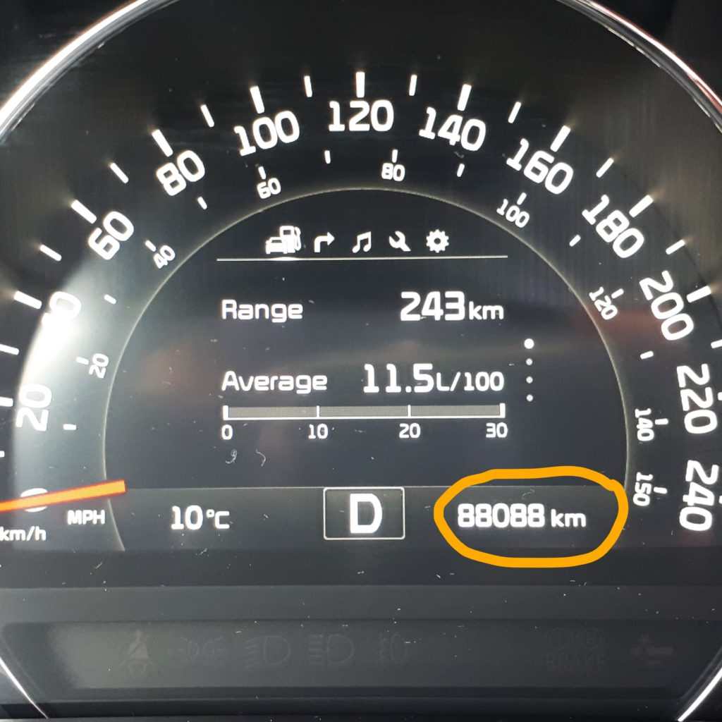 Odometer showing 88088 km.